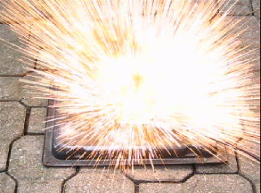combustion of magnesium oxide She starts wih 345 grams of magnesium and produces 565 grams of  magnesium oxide calculate her theoretical yield of magnesium oxide.
